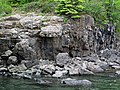 Quartz tholeiite basalt lava flow (flow B, Two Harbors Basalts, North Shore Volcanic Series, Mesoproterozoic, 1097-1098 Ma; Burlington Bay, Two Harbors, Minnesota, USA) 1 (22487551401).jpg