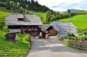 Family farm - Image: Radenthein Dabor 5 Bauernhof Stoffl 11092011 055