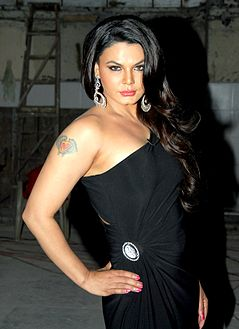 Rakhi Sawant at a talk show with کپیل دیو for Aaj Tak channel.