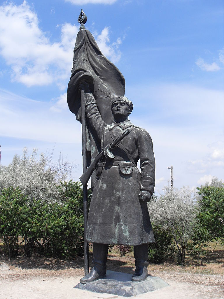 File:Red Army soldier statue, Memento Park.JPG - Wikimedia