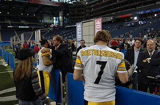 2005 NFL season - Pittsburgh Super Bowl winners Ben Roethlisberger and Jerome Bettis with sportscaster Chris Berman at Super Bowl XL media day