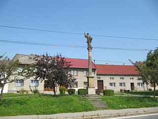 Sloup se sochou svatého Františka Xaverského