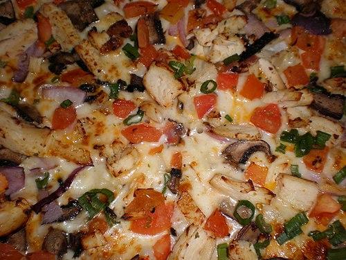 Round Table chicken & garlic pizza