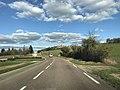 Route d'accès à Vézelay (depuis Clamecy), France.JPG