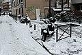 Rue du Repos (Paris), stationnement 2 roues sous la neige 01.jpg