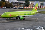 S7 Airlines, VQ-BET, Airbus A320-214 (16430225796) (2).jpg