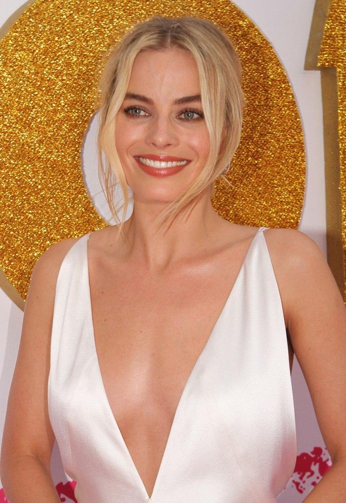 SYDNEY, AUSTRALIA - JANUARY 23 Margot Robbie arrives at the Australian Premiere of %27I, Tonya%27 on January 23, 2018 in Sydney, Australia (28074883999) (cropped)