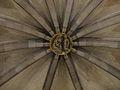 Sagrada-Familia - Krypta - Gewölbe-Schlußstein - Verkündigung-Mariens.JPG