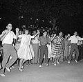 San Feliu (Costa Brava) Mensen dansen sardana op een plein, Bestanddeelnr 254-0869.jpg