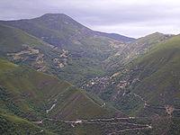 El Pico de la Aquiana y a su falda Montes de Valdueza en los Montes Aquilianos.