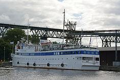 Schleswig-Holstein, Hochdonn, Fähranleger am N-O-Kanal; das Motorschiff Brahe lag dort als Hotelschiff für Wacken Open Air 2015 NIK 5425.jpg