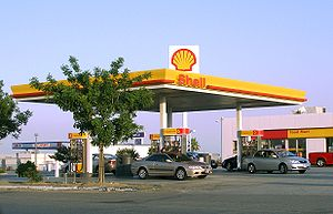 Shell service station near Lost Hills, California