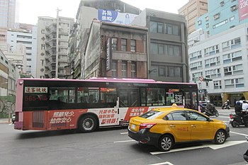 Shinshin Bus 565-FZ, 691-3C and Yun Wu Building 20190815.jpg
