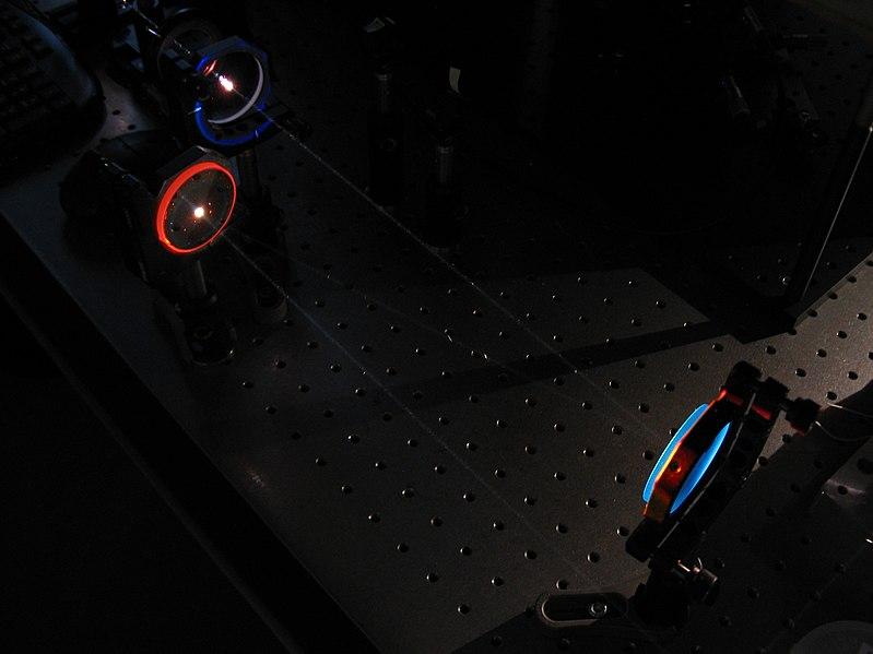 File:Sinine ja punane peegel.jpg