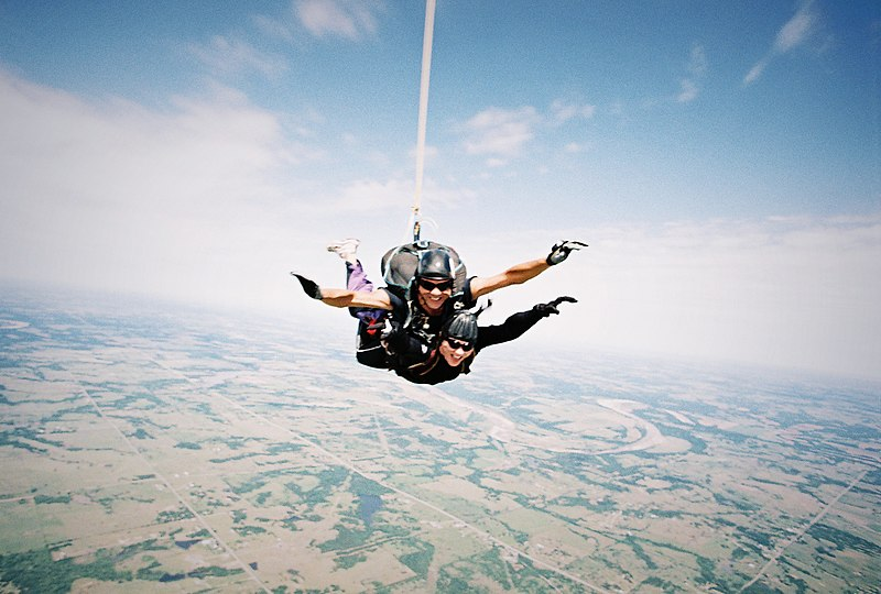 File:Skydiving over Cushing.jpg