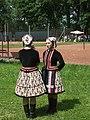 Slovenský lidový ženský kroj.jpg