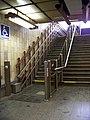 Smíchovské nádraží, horní pojízdná plošina pro vozíčkáře, zdola.jpg