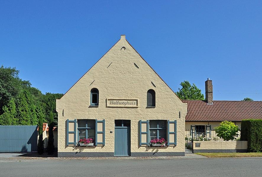 Snellegem (Jabbeke, Belgium): former inn Halfweghuis