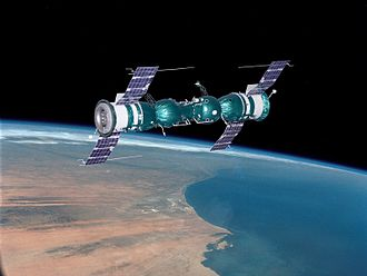 Soyuz 5 - Model of Soyuz 4 and Soyuz 5 after performing the first docking of two manned spacecraft on 16 January 1969