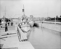 "Steamer ""John Pratt"" at mooring of canal Soulanges.jpg"