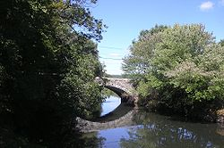 Stone Arch Bridge on Hartford Ave, Uxbridge MA.jpg