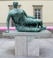 Henry Moore: Draped Reclining Woman
