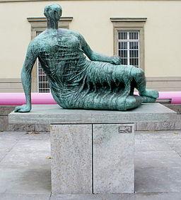 Stuttgart-henry-moore-liegende