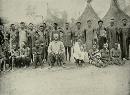 The Sultan of Bangassou and his wives, 1906 Sultan and his wives at Bangassou, 1906.png