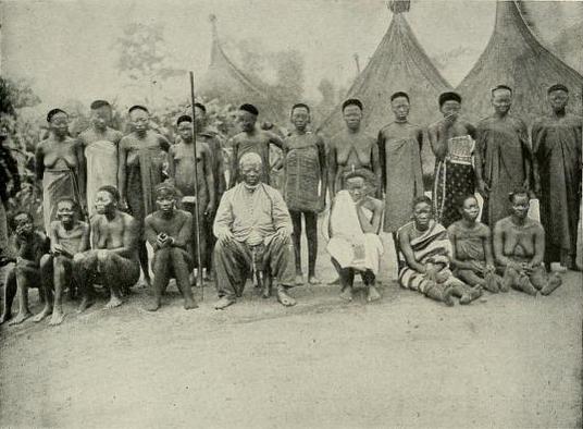 Sultan and his wives at Bangassou, 1906