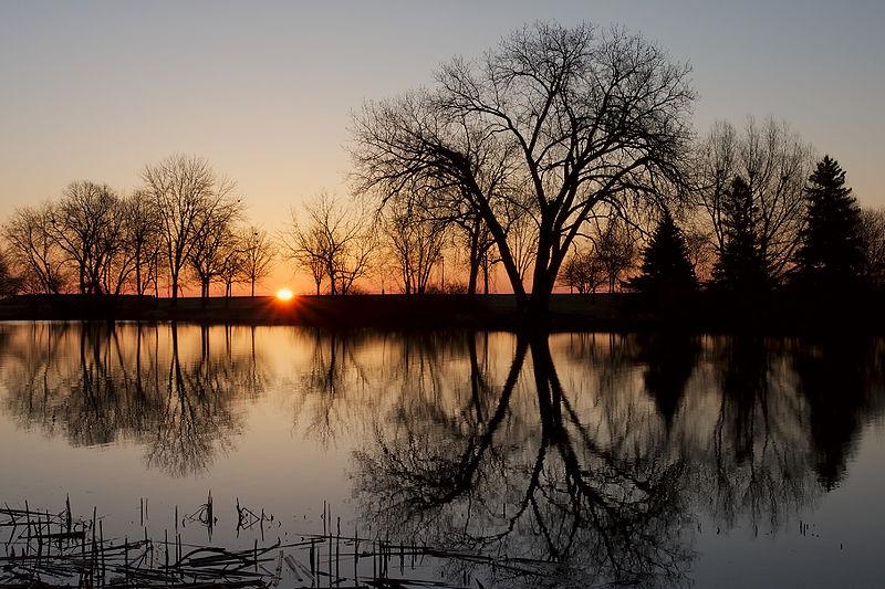 File:Sunrise over Veterans Park 2420.jpg