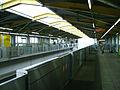 Tama-monorail-Shibasaki-taiikukan-station-platform.jpg
