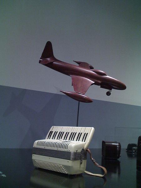 File:Teak plane model, Wurlitzer Accordion, and bakelite Motrola radio, Montreal Museum of Fine Arts.jpg