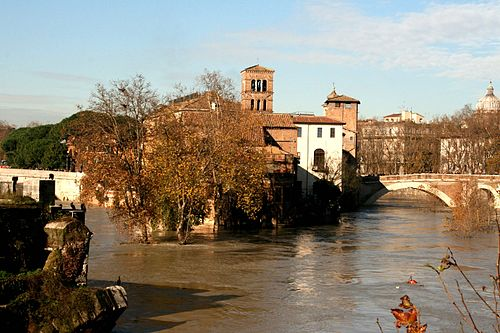 A similar view on December 13th 2008 - the highest level of the Tiber for 40+ years. Tiber in flood 2.jpg
