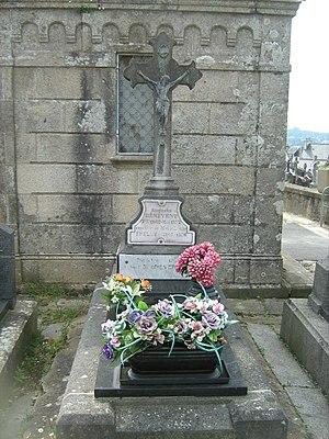 Noël Roquevert - Noël Roquevert's grave in Douarnenez.