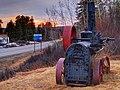Train Along the Way (14170831502).jpg