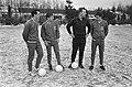 Training Nederlands Elftal, Kessler met enkele spelers. Van links naar rechts W, Bestanddeelnr 918-6707.jpg