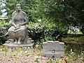 Truemmerfrauen Denkmal Hasenheide B Neukoelln.jpg