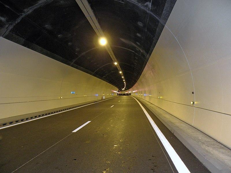 Tube unidirectionnel (sens descendant Moûtiers-Aigueblanche) après les travaux de modernisation débutés en 2010.
