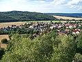 Výhled z Hudlické skály, směr Pod Skálou, V Zahrádkách a Hudlický vrch.jpg