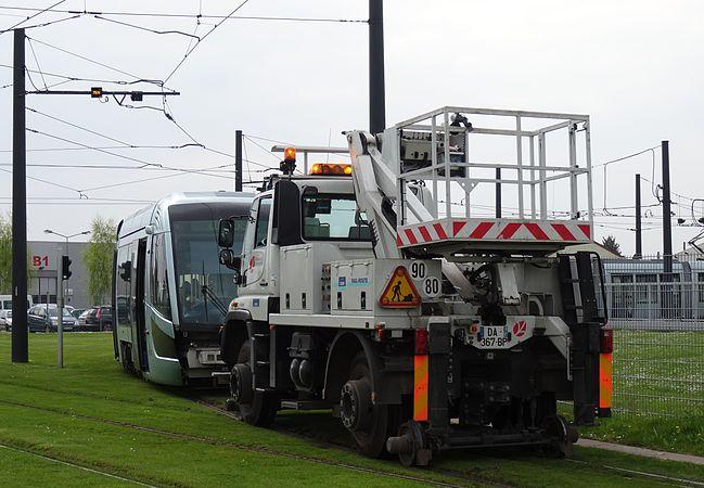 Valenciennes & Anzin - Déraillement de la rame de tramway n° 17 à la sortie du dépôt de Saint-Waast le 11 avril 2014 (117).JPG