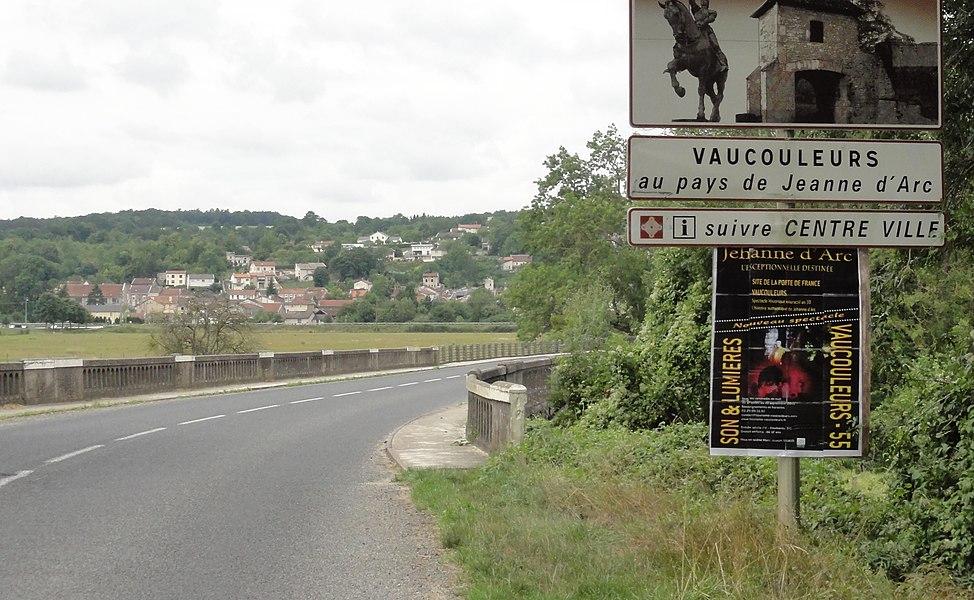 Vaucouleurs (Meuse) à l'approche de la ville