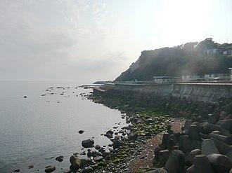 Tetrapod (structure) - Tetrapods protect an earlier sea wall in Ventnor, UK.