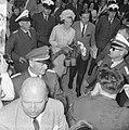 Verloofde paar, aankomst Prinses Beatrix en Claus bij Kreiskrankenhaus in Ülzen , Bestanddeelnr 917-9285.jpg