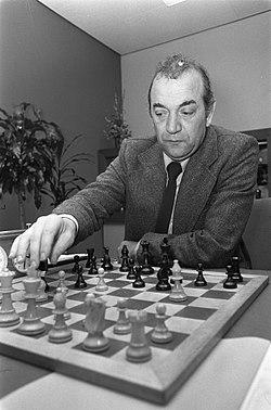 Viktor Korchnoi 1976.jpg
