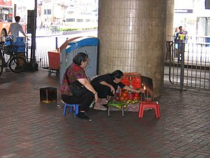 Villain hitting - Image: Villain hitter and her client under the Canal Road Flyover in Hong Kong