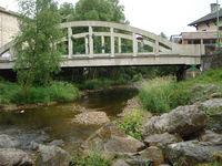Vorey-sur-Arzon (Haute-Loire, Fr), le pont sur l'Arzon.JPG