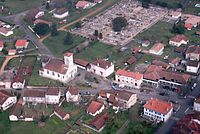 Vue aérienne du centre de Brocas, 2013.jpg