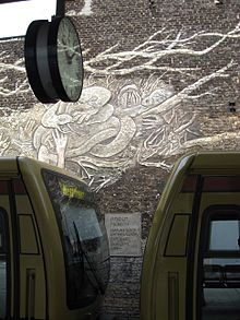 Wall paintings S-Bahn Berlin 2008 1.JPG