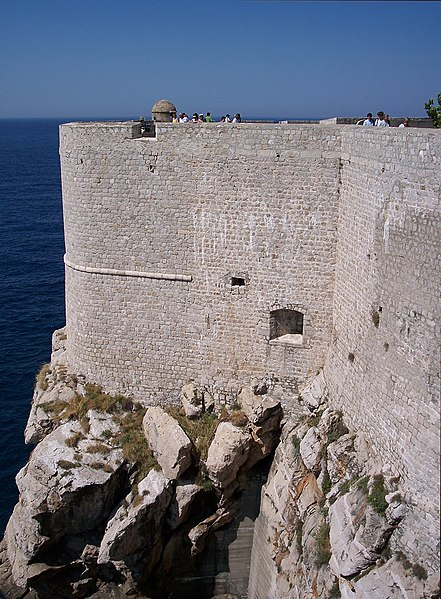 File:Walls of Dubrovnik-10.jpg