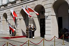 Warsaw National Tragedy 2010-04-12 palace.jpg